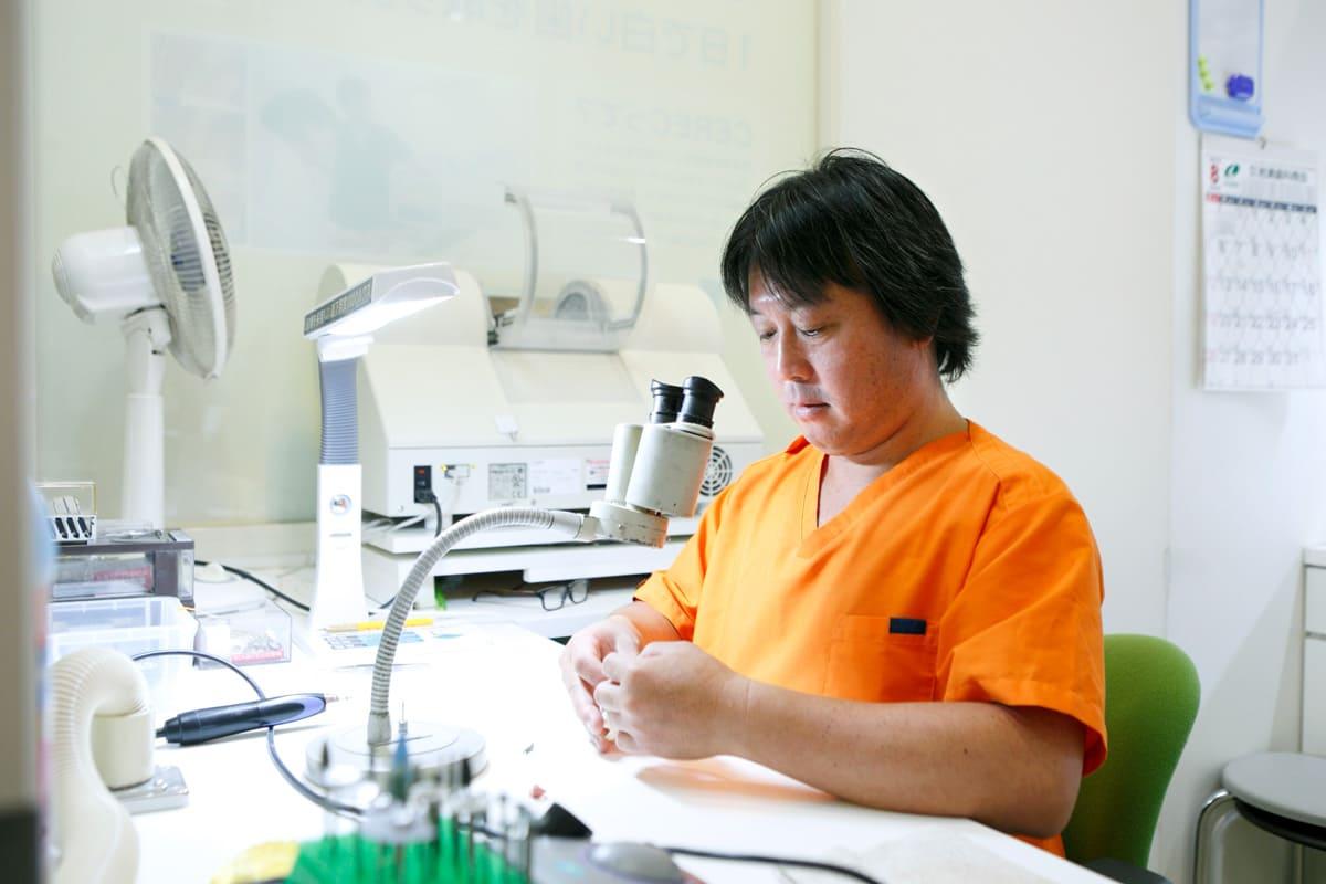 江東区東雲、豊洲の歯医者のキャナルコート歯科クリニック 技工物はすべて手作り。患者様1人ひとりに合ったハイクオリティな技工物をご提供いたします